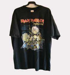 CAMISETA IRON MAIDEN LIVE AFTER DEATH (24 €)  Camiseta para hombre de manga corta del grupo Iron Maiden: Live After Death original.Color negro.Tejido de algodón. Talla: XL. La camiseta está sin estrenar y en perfecto estado. Sin etiqueta. Pago con PayPal o Contra reembolso.  24 €+gastos de envío.