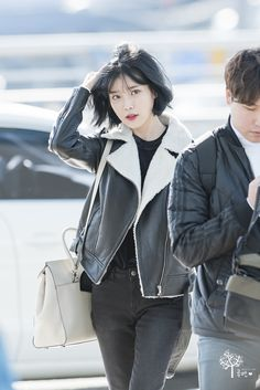 """161215 Airport Arrival cr: 루멘 "" Kpop Fashion, Asian Fashion, Fashion Outfits, Airport Fashion, Kpop Short Hair, Iu Hair, Girl Artist, Model Face, Badass Women"