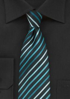 Krawatte Streifenstruktur tiefschwarz blaugrün . . . . . der Blog für den Gentleman - www.thegentlemanclub.de/blog