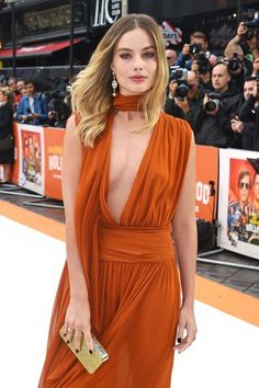 July Margot Robbie attended the premiere of 'Once Upon a Time in Hollywood' in London, England Margo Robbie, Margot Robbie Harley, Margot Robbie Hot, Actriz Margot Robbie, Red Carpet Looks, Mode Outfits, Most Beautiful Women, Beauty Women, Harley Quinn