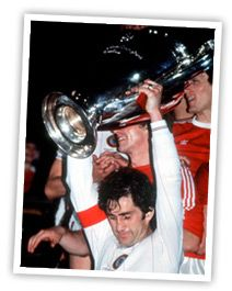 Dennis Mortimer lifts the European Cup in Rotterdam to the delight of Villa fans all over the World! Aston Villa Players, Team Games, European Cup, Great Team, Rotterdam, Legends, Fans, Club, Group Games