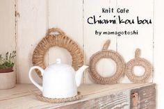 簡単♪北欧・鍋敷きを3サイズ♪麻ひもで編む編み方     ニットカフェ 千編工房 (ちあみこうぼう) Crochet Potholders, Crochet Coaster, Coasters, Diy And Crafts, Boho, Knitting, Projects, Handmade, Cutlery