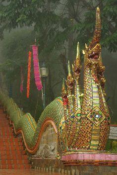 Wat Phra That Doi Suthep, Templo Budosta, Chiang Mai, Tailândia www.calcathai.com