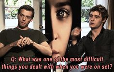 Ha ha so cute XD ! // Jake Abel & Max Irons