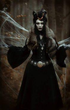 Samhain ★ Day Of The Dead ★ Ancestors Gothic Men, Dark Gothic, Gothic Girls, Gothic Models, Dark Beauty, Gothic Beauty, Hansel Y Gretel, Dark Witch, White Witch