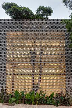 Perforated concrete walls encase La Tallera gallery by Frida Escobedo รั้ว Brick Architecture, Landscape Architecture, Interior Architecture, Landscape Design, Garden Design, Installation Architecture, Chinese Architecture, Futuristic Architecture, Design Exterior