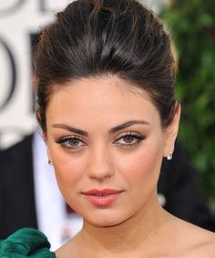 Mila Kunis golden globemakeup looks breakdown
