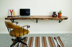 Floating furniture is getting popularity because it saves some space. Here are some awesome floating desks for your home office. Home Office Space, Home Office Design, Home Office Furniture, Furniture Design, Floating Desk, Live Edge Wood, My New Room, Room Decor, Ikea