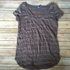 Vera Wang crinkle top, XS In excellent condition. Only worn a couple times Vera Wang Tops Tees - Short Sleeve