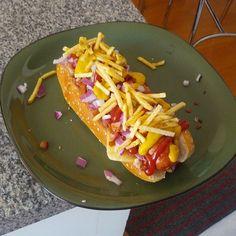 Y cuando el gato no está, los ratones almuerzan perro mutante con tocineta y queso azul. @Ashley layne