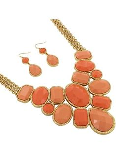 $9.90 18 Goldtone and Faceted Peach Gem Bib Necklace and Earring Set