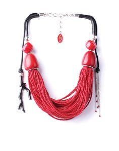 Superbe gros collier rouge et noir avec plusieurs rangs de perles de rocaille, de l'ivoire végétal et de la corne. REEF Hiver 2017 de nature bijoux.