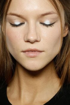 Dan of white on the center of eyelids at Emilio Pucci Spring 2015