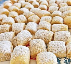 Dream Pieces – Delicious Christmas cookies made so easy - Food and Drink Best Christmas Cookies, Christmas Desserts, Christmas Baking, Dessert Simple, Easy Cookie Recipes, Easy Desserts, Biscuits Croustillants, Creamy Peas, Pea Salad