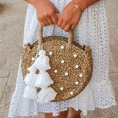 Petite Luna Straw Tote Bag – with White Agate Stones & Tassels Petite Luna Straw Tote Bag – mit weißen Achatsteinen und Quasten Crochet Shell Stitch, Bead Crochet, Quick Crochet, Crochet Handbags, Crochet Purses, Crochet Bags, Round Straw Bag, Diy Sac, Straw Handbags