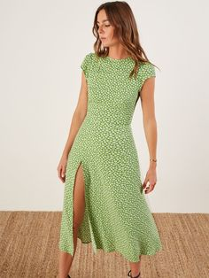 The Daisy Dress Midnight Ditsy - Zine 365 Elegant Summer Outfits, Spring Outfits, Long Summer Dresses, Dress Outfits, Fashion Dresses, Cute Outfits, Midi Dress Outfit, Fashion Fashion, Daisy Dress