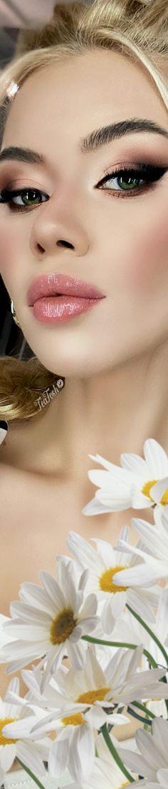 Daisy Love, Love Makeup, Bloom, Glamour, Tea, Daisies, Lady, Flowers, Face Beauty