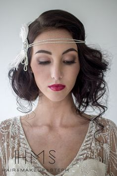 Super flapper girl hairstyles for long Super Flapper Girl Frisuren für langes Haar Super flapper girl hairstyles for long hair - Vintage Wedding Hair, Gatsby Wedding, Wedding Hair And Makeup, Hair Makeup, Hair Wedding, Gatsby Party, Vintage Bridal, Wedding Beauty, 20s Party