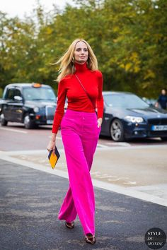 Get inspired by our roundup of the best fall date-night outfits from street style. Color Blocking Outfits, Night Outfits, Chic Outfits, Fashion Outfits, Dinner Outfits, Woman Outfits, Inspired Outfits, Fashion Week, Look Fashion
