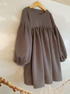 Modesty Fashion, Hijab Fashion, Fashion Dresses, Iranian Women Fashion, Muslim Fashion, Girls Fashion Clothes, Latest Fashion Clothes, Pakistani Dress Design, Simple Pakistani Dresses