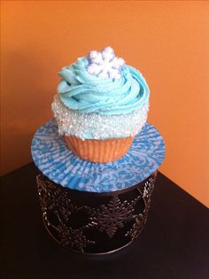 Glitter is my life Frozen Cupcakes, Fancy Cupcakes, Kid Cupcakes, Frozen Cake, Yummy Cupcakes, Cupcake Cakes, Cupcake Ideas, Frozen 3rd Birthday, Frozen Birthday Party