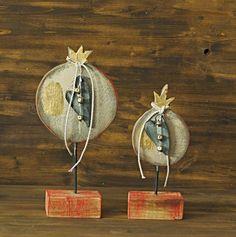 εκ φυσεως: ρόδια Art Christmas Gifts, Christmas Mood, Diy And Crafts, Christmas Crafts, Christmas Ornaments, Christmas Ideas, Lucky Charm, Clay Projects, Pomegranate