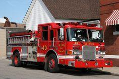 Detroit, MI FD Engine 40 Pierce Pumper.