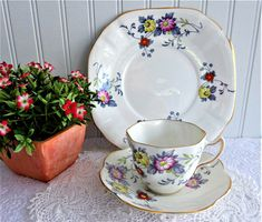 Rosina England Cup and Saucer With Plate Art Deco Stylized Floral 1948-1952 Daisy Painting, Plate Art, Enamel Paint, Art Deco Design, Cottage Style, Afternoon Tea, Bone China, Cup And Saucer, Tea Time