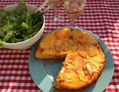 Koken met Karin kookt deze zomer op de camping. Deze keer 2 recepten: vispannetje à la Claudia Roden maar ook Spaanse tortilla met chorizo.
