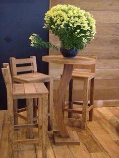 Mesinha Alta de Bar com Cadeiras Altas