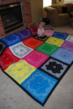Who would have thought awesome idea Bandana picnic blanket! This is a cute idea--we have a ton of bandanas hanging around our house that never get used any more! Bandana Quilt, Bandana Blanket, Rag Quilt, Quilt Blocks, Quilts, Quilt Art, Quilting Projects, Craft Projects, Sewing Projects