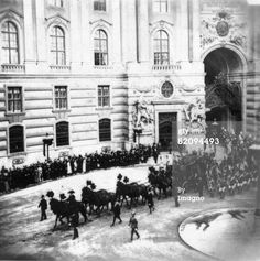 Funeral of the Empress Elisabeth of Austria, The procession is leaving the court of the Hofburg Imperial Palace, Vienna, Photograph, 18th of September 1898