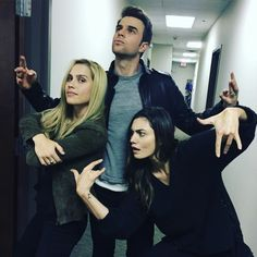 Claire Holt, Nathaniel Buzolic, and Phoebe Tonkin The Vampire Diaries 3, Vampire Diaries Wallpaper, Vampire Diaries The Originals, Nathaniel Buzolic, Daimon Salvatore, Photos Bff, The Originals Tv, Phoebe Tonkin The Originals, Vampier Diaries