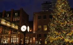 'Tis the season! The post 6 Magical Holiday Markets Across Canada appeared first on FASHION Magazine.