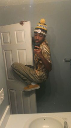 """The """"When Your Whole Outfit Is On Point"""" Selfie"""