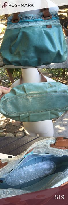 Fossil Key Per Blue Turquoise plastic coated Fabulous FOSSIL handbag, hobo, roomie, large very clean, please see photos for accurate description. Especially last photo for slight separation of stitching. Nice blue turquoise floral design easy to clean coated fabric. Smoke free home. Fossil Bags Satchels
