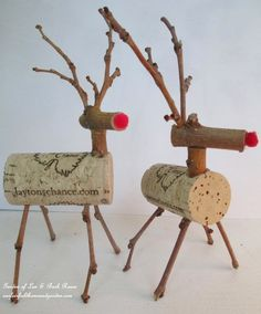 Adorable & So Easy ! DIY ~ Twig & Cork Reindeer wine cork ornaments. DIY christmas - craft day with family