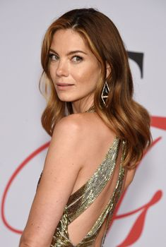 Michelle Monaghan Long Wavy Cut - Michelle Monaghan styled her hair with gentle waves for the CFDA Fashion Awards. Michelle Monaghan Long Wavy Cut - Michelle Monaghan styled her hair with gentle waves for the CFDA Fashion Awards. Michelle Monaghan, Monique Lhuillier, Iowa, Hollywood Celebrities, Beautiful Actresses, Her Hair, Brown Hair, Hair Color, Beautiful Women