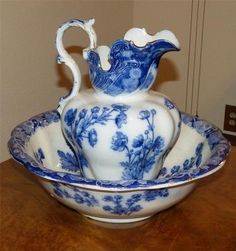 ♥ ~ ♥ Blue and White ♥ ~ ♥ century flow blue wash bowl and pitcher set! Pattern is stamped on bottom, 'Buttercup' Doulton Burslem, England. Very elaborate ceramic pitcher is 13 in tall. Bowl is 17 in diameter. Blue Dishes, White Dishes, Glass Dishes, Flow Blue China, Blue And White China, Ceramic Pitcher, Himmelblau, Blue Plates, Chocolate Pots