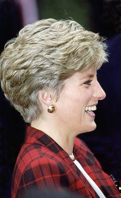 Best Short Haircuts Of Princess Diana's Short Grey Hair, Short Hair Cuts For Women, Short Wavy, Diana Haircut, Diana Fashion, Princes Diana, Best Short Haircuts, Haircut Short, Lady Diana Spencer