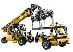 LEGO Technic Mobile Crane MK II 42009 Lego Technic Sets, Lego City Sets, Lego Construction, Model Building Kits, Buy Lego, Lego News, Lego Creations, Pretty Cool, Diy Kits