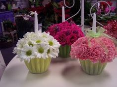 Flowers and Cupcakes, who has ever thought of they go well together. Here are some cute flower arrangements inspired by cupcakes I found ...