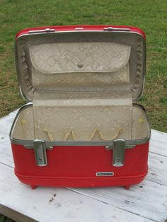 My mother had a set of red Samsonite luggage like this.