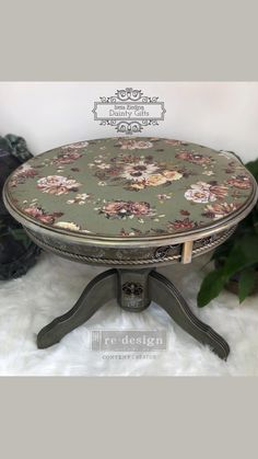 Upcycled Furniture, Unique Furniture, Furniture Projects, Furniture Makeover, Painted Furniture, Diy Furniture, Painted Vanity, Home Furniture Online, Round Coffee Table