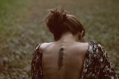 Som galen-fjäder-kvinna har jag två tatueringar med detta motiv, samt cirka 793 accessoarer (okej, lite överdrivet. Kanske 20).