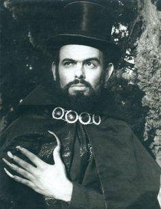 """Zé do Caixão, o mais malvado personagem do cinema nacional, é tema da mostra """"À Meia-Noite Levarei Sua Alma"""", a partir de 31 de outubro (sábado), Halloween, no Museu da Imagem e do Som..."""