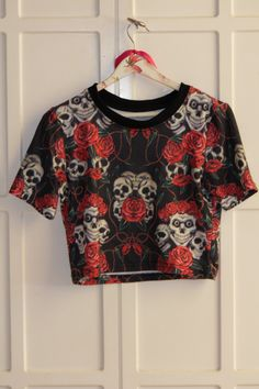 Black 90s croptop boho white mexican skull and red roses hippie flowers cropped tshirt by Madeleinette on Etsy