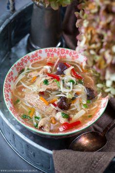 Jeśli lubicie smak chińskich zupek instant, to zachęcam Was do przygotowania dzisiejszej propozycji. Będziecie mile zaskoczeni :) Nie wiem czy najlepszą reklamą tej zupy jest napisanie, że smakuje jak Chinese Food, Japanese Food, Asian Recipes, Healthy Recipes, Ethnic Recipes, Food N, Food And Drink, My Favorite Food, Favorite Recipes