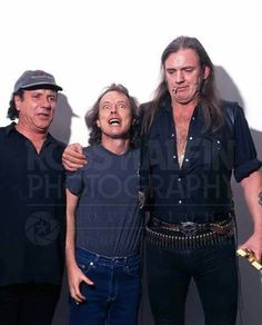 Brian Johnson, Angus Young (The AC/DC) with Lemmy Kilmaster (The Motörhead). Heavy Metal Music, Heavy Metal Bands, Rock And Roll Bands, Rock Bands, Metallica, Brian Johnson, Angus Young, Rock Artists, Music Artists