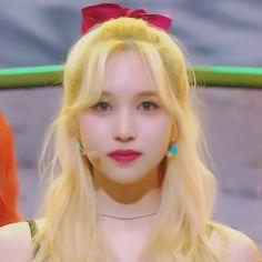 S Girls, Kpop Girls, Nayeon, Sailor Moon Aesthetic, Pop Photos, Falling In Love Again, Myoui Mina, Dahyun, Muse